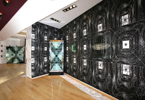Demeure Fractale - Les Corps Fractals - Meynard - Monaco 2006... ensemble fractale : oeuvres fractales positionnées sur des murs de sérigraphies... interdépendance oeuvres espace.
