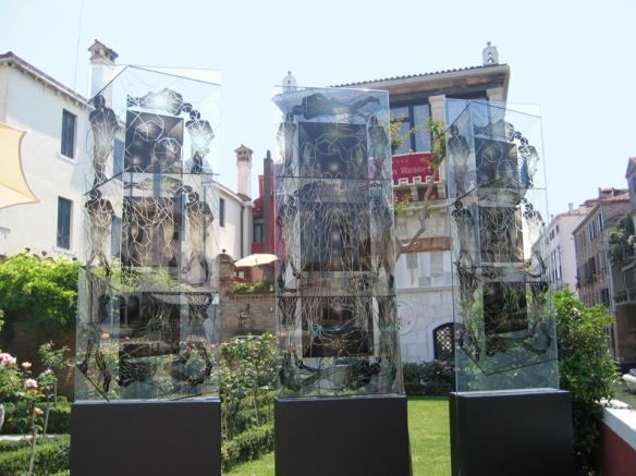 "Ca'Nigra Lagoon Resort, Venise - Jean-Claude Meynard - Sculptures - "" Les Transparences Fractales""  - Installation Biennale Venise 2007"