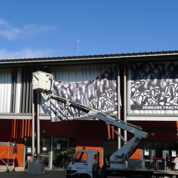 "Meynard Exposition - Montage de la facade de la ""Demeure Fractale""  - 2013"