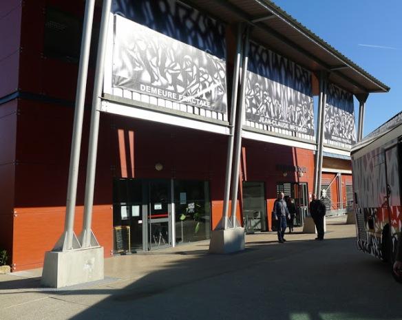 "Jean-Claude Meynard  - Exposition  "" Demeures Fractales "" - Facade de la  Médiathèque de Valbonne Sophia Antipolis  - 2013"